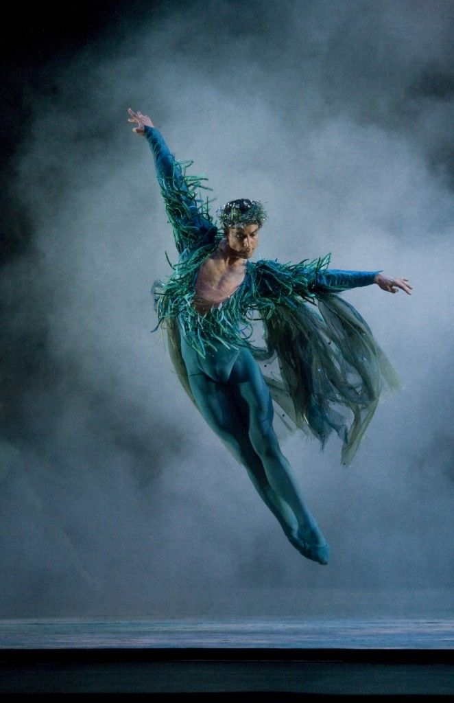 ♫♪ Dance ♪♫ a ballet dancer jumps very high with a green costume and ballet shoes