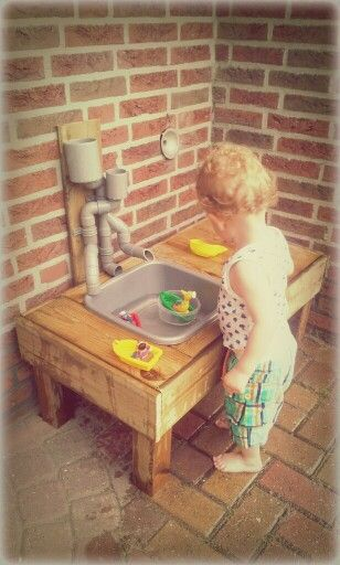 DIY water table / watertable . for kids .