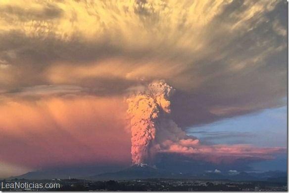Volcán Calbuco disminuye actividad pero no se descarta nueva erupción en Chile - http://www.leanoticias.com/2015/05/11/volcan-calbuco-disminuye-actividad-pero-no-se-descarta-nueva-erupcion-en-chile/