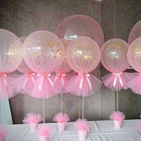 Centro de mesa com tule e balões - rosa bebê e dourado   Macetes de Mãe