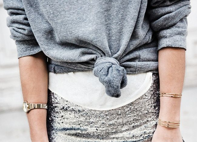 Rien de tel qu'un sweat gris pour accompagner une jupe de sirène ! (photo Collage Vintage)