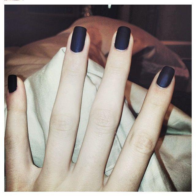Kendall Jenner matte black nails