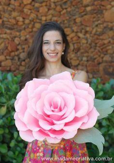 Como fazer Rosa Gigantes de papel - Learn How to make Giant Crepe Paper Flowers by Madame Criativa - DIY Tutorial with pictures on www.madamecriativa.com.br