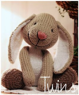 Knitted Toys - Little bunny. So cute!!.....and lots of other very cute knit patterns, including bunny book marks. | See more about Bunnies, Toys and Knit Patterns.
