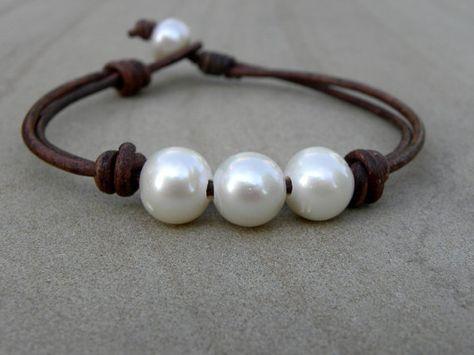 White Pearl Espresso Roast Leather Bracelet Gold por TANGRA2009