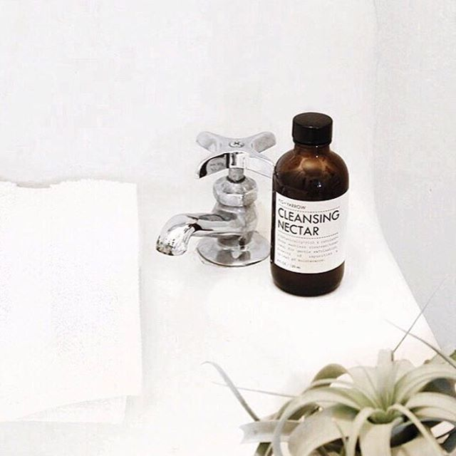 Cleanse, exfoliate and nourish skin with our refreshing CLEANSING NECTAR, a truly unique cleanser/toner hybrid beneficial for all skin types. CLEANSING NECTAR is the first step in the FIG+YARROW Facial Protocol. ☝// #natural #artisanal #apothecary #beauty #skincare #FIGandYARROW #regram from @hanelimar