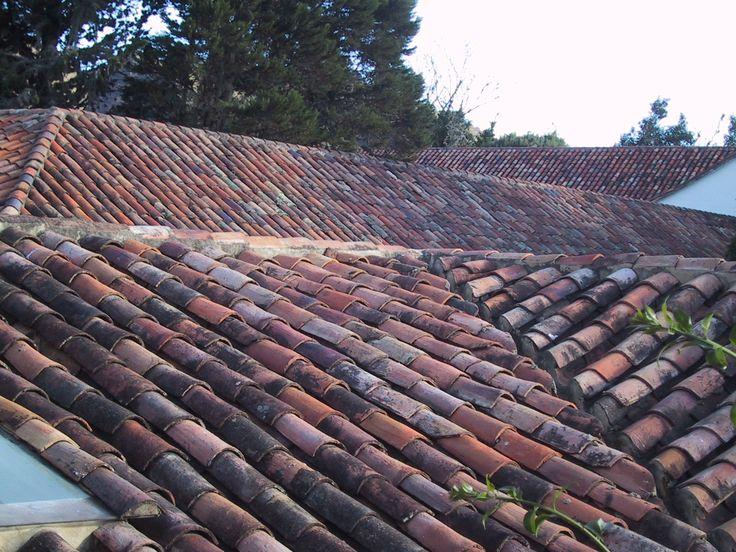 Cubiertas en teja de barro tradicionales de Villa de Leyva, Boyacá, Colombia