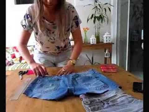 A simple way to customize a pair of old in a piece you will wear again and this super trendy .. Meet the blog and there is more customization tips www.carol-schultz.com #customization #pants #destroyed #fashion