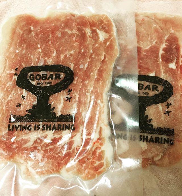 *** ゴーバルさんとこの豚肉。 抗生物質不使用で餌も自然なもの。 真空パックされているから 酸化のリスクがグッと減る。 毎日お肉たくさん食べる私には 1パック150gっていうのがちょうどいい。 赤肉なら300gは余裕💕笑 まだまだ温かくなると調子が悪いけど 植物油脂断ちして 多価不飽和脂肪酸減らして、 たんぱく質しっかりとるおかげで お顔だーいぶ綺麗。 継続は力なり。 . #肉#豚肉#ゴーバル#料理#手料理#家庭料理#料理写真#高タンパク#食トレ#筋肉飯#分子栄養学#自炊#おうちごはん#うちごはん#朝ご飯#お昼ご飯#夜ご飯#デリスタグラマー#wasyoku#japanesefood#foodstagram#fooddie#organic