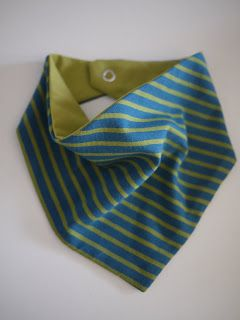 Tutorial : The Reversible Neckerchief ... it makes a great and stylish bib for little droolers.