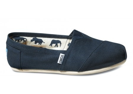 #TOMS #shoes #navy: Canvas Women S, Style, Tom Shoes, Women S Classics, Toms Shoes, Navy Toms, Navy Canvas, Navy Blue, Canvases