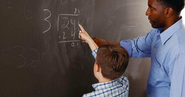 ¿Cómo estimar los problemas de división?. Los problemas de división a menudo son mucho más fáciles de resolver de lo que puede parecer, si partes estimando una respuesta. Los divisores y los dividendos en los problemas de división tanto cortos como largos pueden ser redondeados, o simplemente examinados, para llegar a una aproximación bastante fiel de la respuesta correcta. Una vez que ...