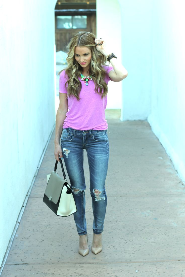 Jeans and a tee are my go to so I'm always looking for way to keep it fresh and updated..love this look.