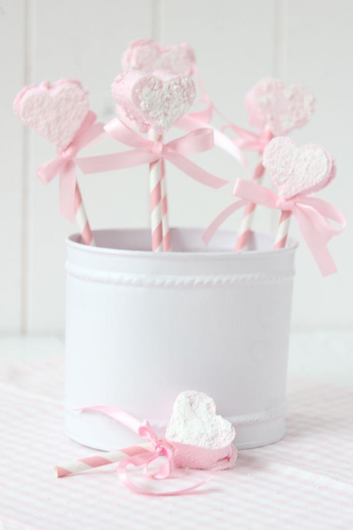 Be my Valentine♡ Ist es nun ein Tag der Liebe, oder doch eher eine Erfindung des Blumenhandels? In den verschiedensten Ländern wird der Valentinstag unterschiedlich gefeiert, zelebriert oder sogar …