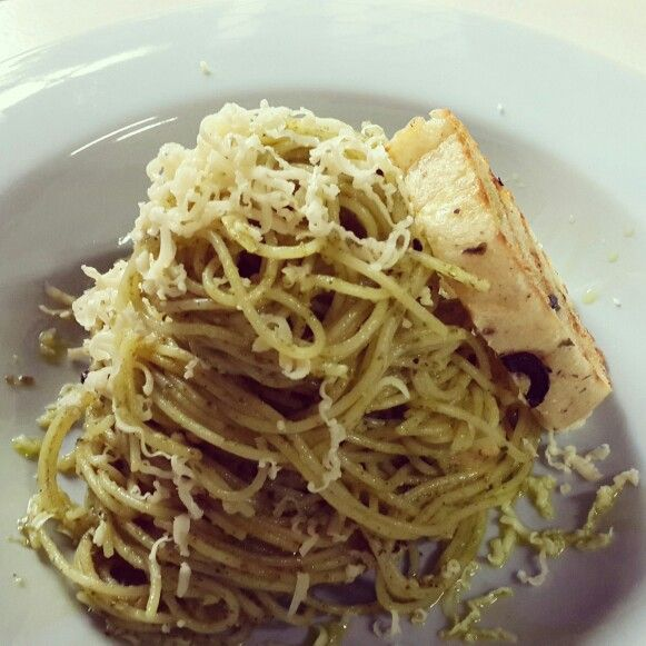 Sunday's Cooking : Italian Pesto with Olive Bread - by @bachiennn. Yum!