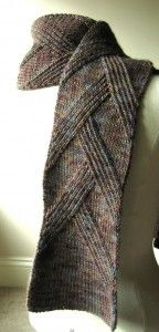 Стильный вязаный шарф от Margarete Dolff