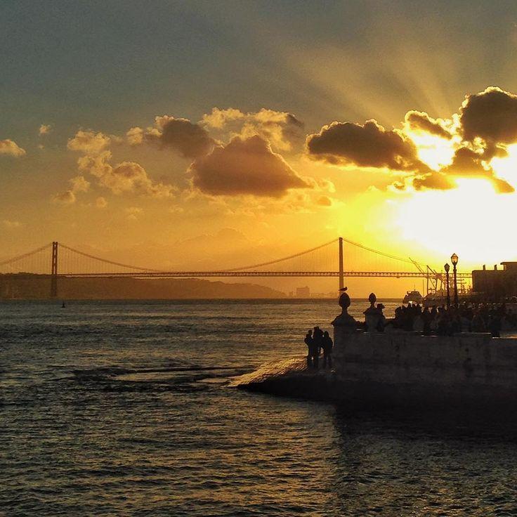 #lisboa #lisbon #terreirodopaço #sunset #ponte25deabril #snapseed #iphone #iphonecamera #grammasters3