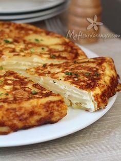 Un gâteau gratin de pomme de terre, simple demande peu d'ingrédients et trop bon ! Une recette que vous pouvez décliner à votre convenance en y ajoutant par ex des légumes, des herbes , du thon émietté, poireaux ou des tranches de jombon ... Recette repérée... Plus