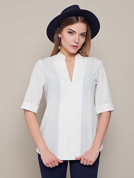 Простая и стильная блуза белого цвета. Отлично подойдет на каждый день и в офис. Сочетается с брюками, джинсами, юбками. Весна 2016.