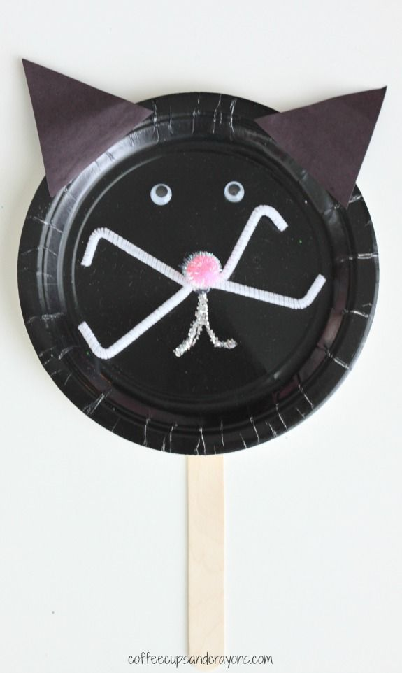 Paper plates crafts are easy to do and a great activity for a multi-age group. They are a favorite in our house for play dates or holidays because you can set out the materials and let the kids put them together independently. This black cat would be fun to make at a Halloween party!