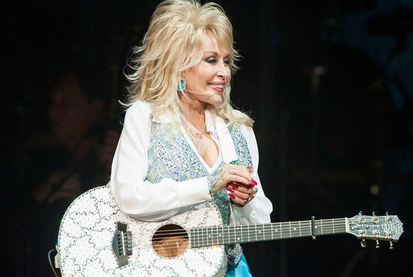 Dolly Parton Photos: Dolly Parton Performs At The Agua Caliente Casino. Singer Dolly Parton Performs at Agua Caliente Casino on January 24, 2014 in Rancho Mirage, California.