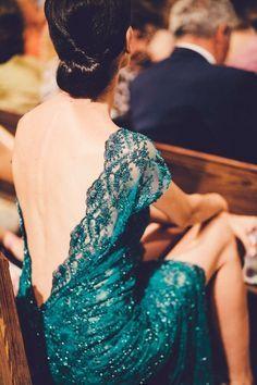 vestido boda de noche. Escotazo en la espalda y tejido muy elaborado. www.lamasmona.com