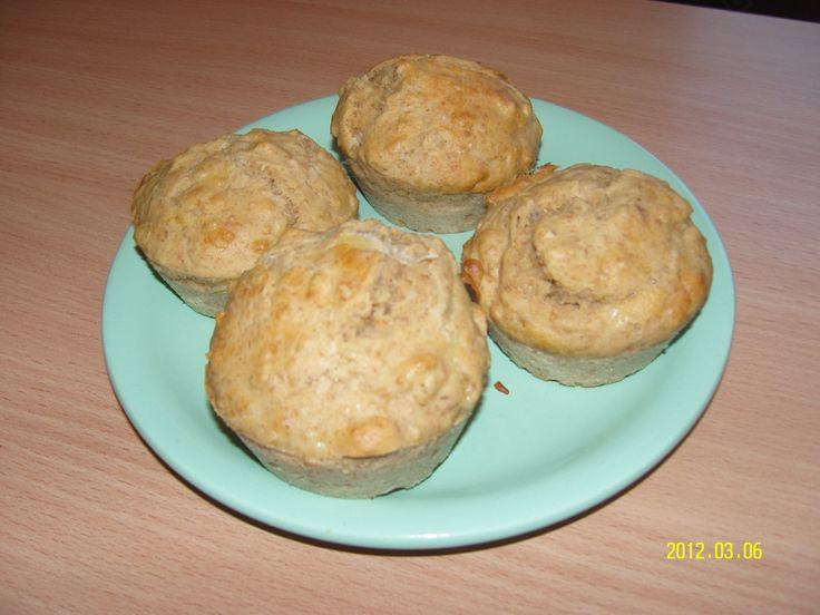 Diétás fokhagymás-sajtos muffin