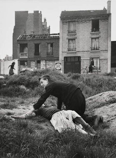 Sabine Weiss, adoslecents Porte de Saint-Cloud