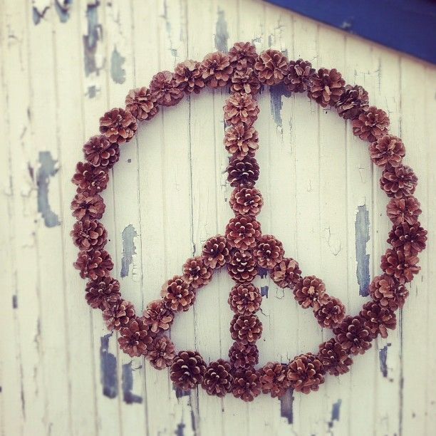 Cute DIY Pine Cone Peace Wreath: Ideas, Pinecones, Peace Signs, Pine Cones, Things, Earth Day, Pinecone Peace, Wreaths, Finding Peace