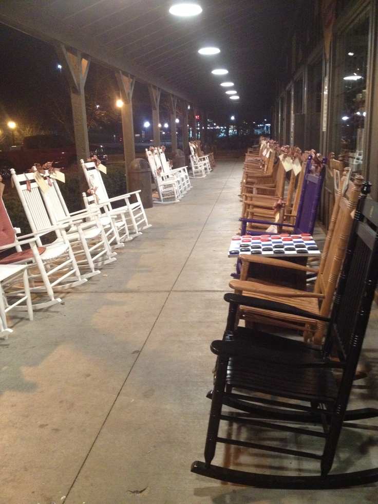 Rocking Chairs Looks Like At Cracker Barrel Store Porch Rocking Chairs Pinterest