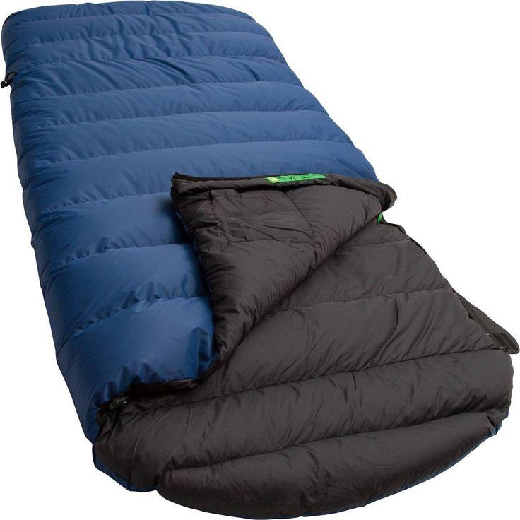 Lowland Outdoor - Dekenmodel slaapzak - Dons - 0 graden. De Lowland Ranger Comfort slaapzak is een ideale keuze. De Ranger Comfort heeft een platte capuchon en is op kniehoogte voorzien van een elastisch aantrekkoord waardoor er extra warmte gecreëerd wordt. De Ranger Comfort is gevuld met 90% eendendons. De buitentijk is gemaakt van Diamond R/S Nylon en de binnentijk van Nylon Soft Touch. Deze slaapzak adviseren wij wanneer pakruimte, warmte, comfort en gewicht belangrijk zijn.  €229.95