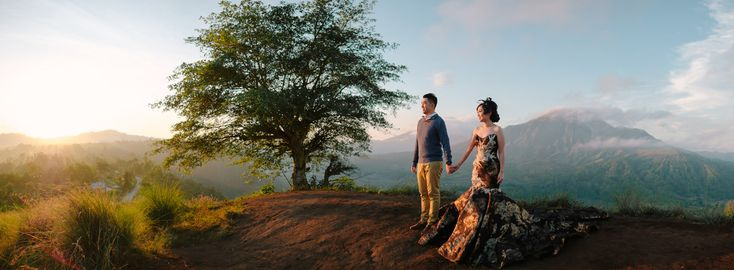 A Bali outdoor prewedding photography session of Willyam & Tania, took place in the most magnificent view of Batur Mountain in Kintamani Bali, a hidden natural waterfall of Tukad Cepung, and warm sunset shower in Tegal Wangi Cliff in Jimbaran. #bali #baliphotographer #baliphotography #pinggan #baliweddingphotographer