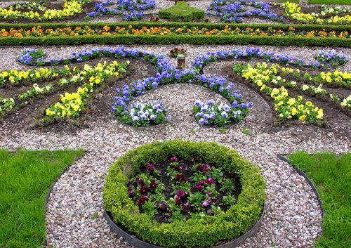 Franse of formele tuin met strakke lijnen en symmetrie - Aanleg Franse tuin - Onderhoud en tips