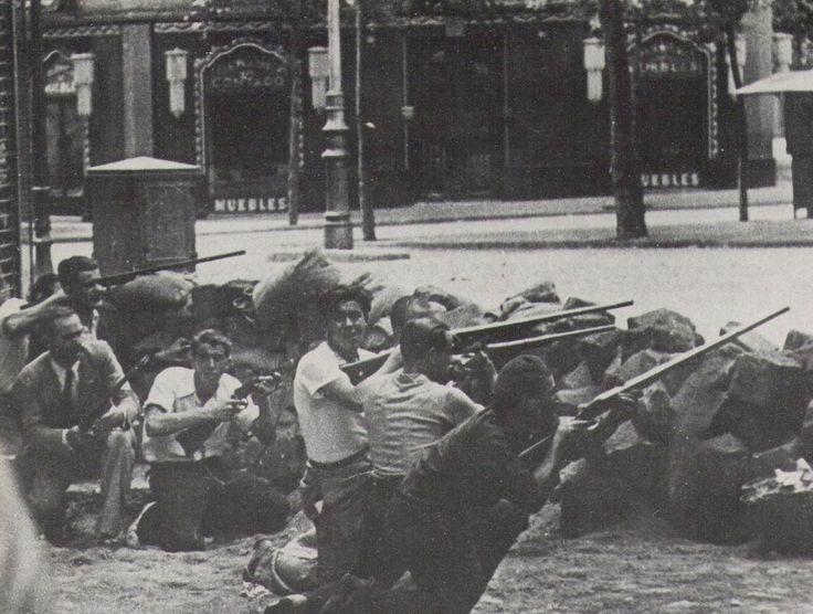 Ronda Sant Antoni, cantonada Casanovas, carrer del Tigre. 1936. Agustí Centelles. Barcelona, Catalunya. Espanya.