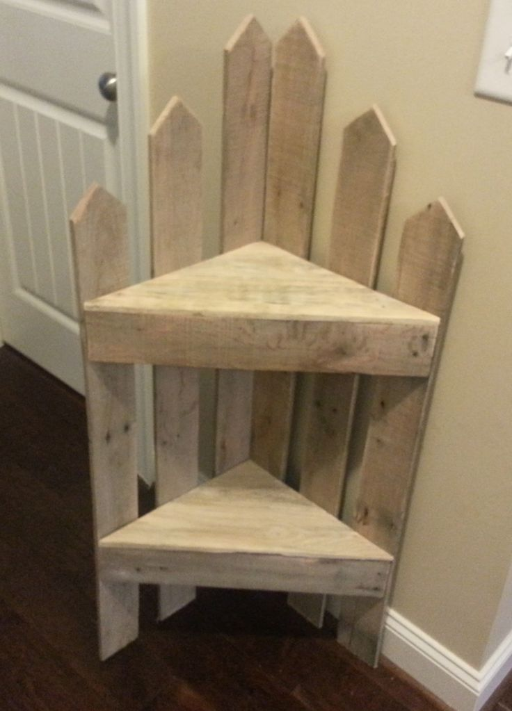 Inside front door for dog leashes, etc. Pallet corner Shelf #PalletCorner, #PalletFurniture