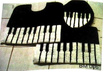 Piano keyboard Bath and toilet mat, with matching toilet seat cover