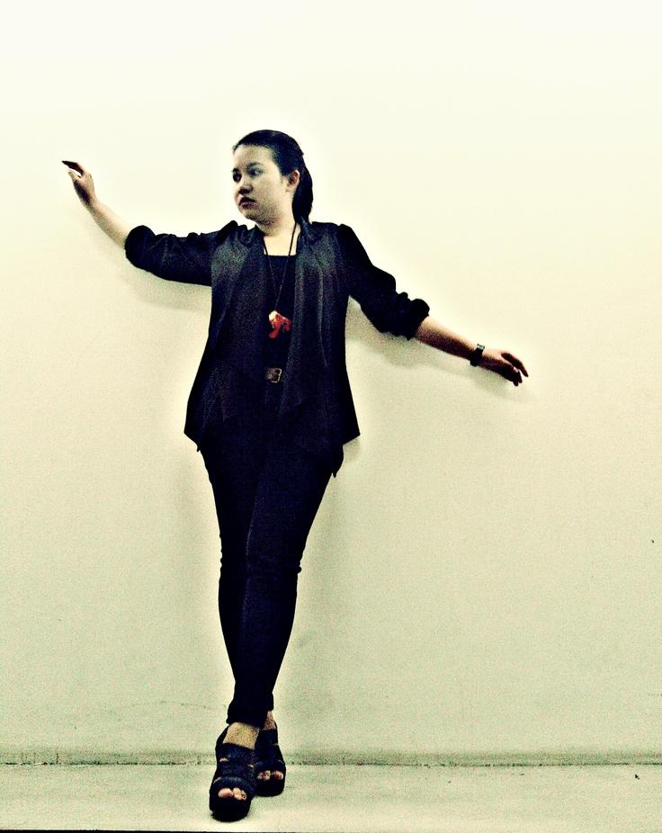 saya suka semua pakaian yang berwarna hitam