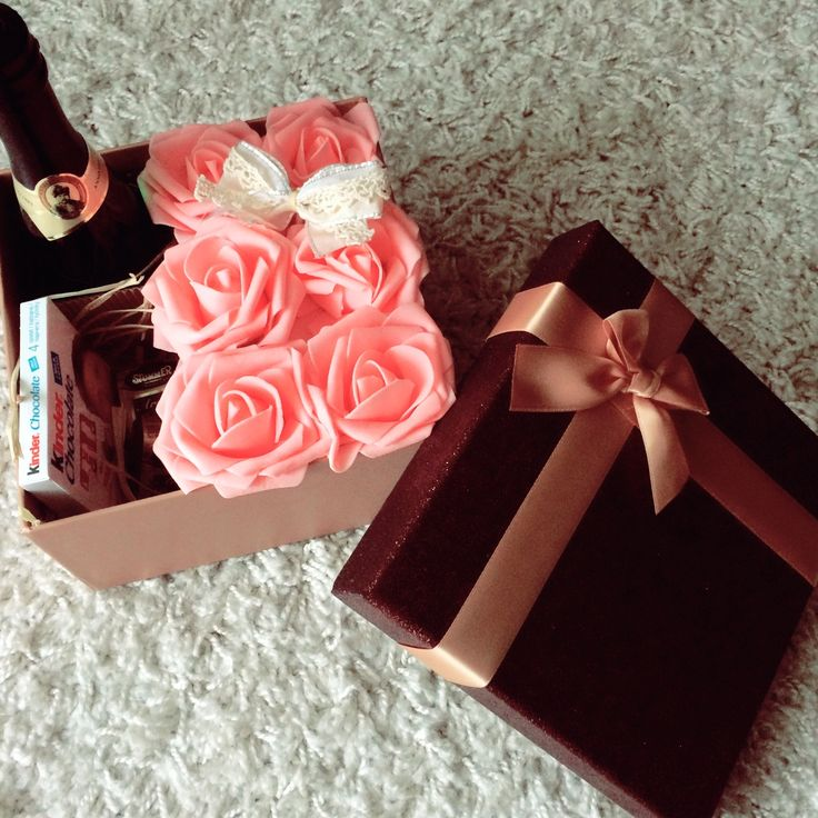 Travel packages valentin's day, roses box