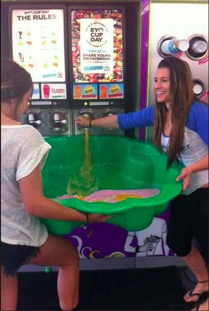"""So much yes!   21 People Who Totally Nailed 7-Eleven's """"Bring Your Own Cup Day"""""""