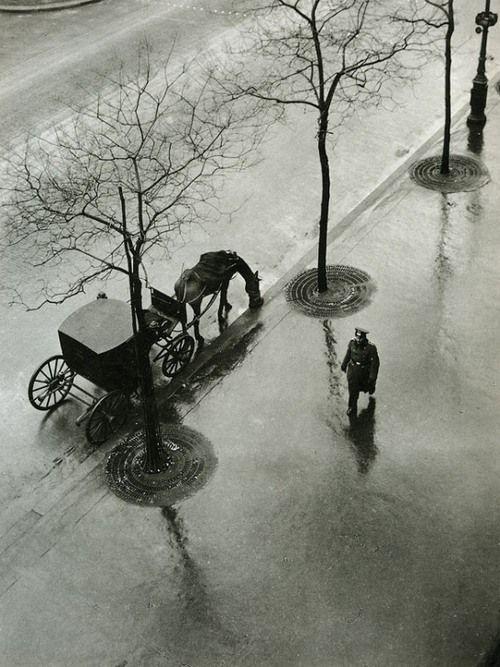 Roger Parry    Boulevard Poissoniére, 1943