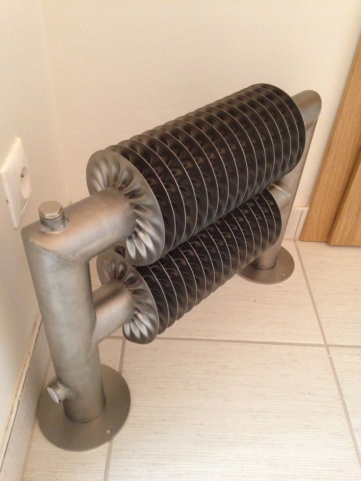 Retro Revolution ST: Self-standing radiator in retro style with a massive floor mounting. Retro radiator in industrial style. Various type of connection. Coloured radiator. Central heating radiator. Delivery: 6 weeks.