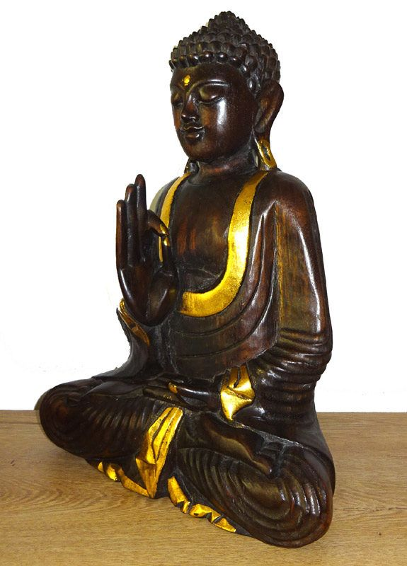 Buddha simbol de pace interioara Buddha simbol de pace interioara, bunastare, claritate mentala, intelepciune si iluminare, recunoscut universal, este reprezentat de cele mai multe ori in forma unor statui. Statuetele reprezentandu-l pe Buddha sunt aproape omniprezente si in tarile occidentale care achizitioneaza din ce in ce mai mult, aceste obiecte de decor oriental. Facute in aproape orice dimensiune si din diverse materiale precum, piatra, lemn, metal, rasina, statuetele cu Buddha aduc…