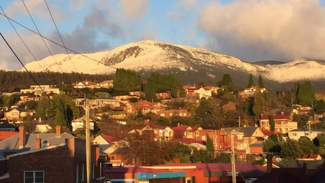 Big chill finally hits Hobart, with Mt Wellington blanketed in snow | The Mercury
