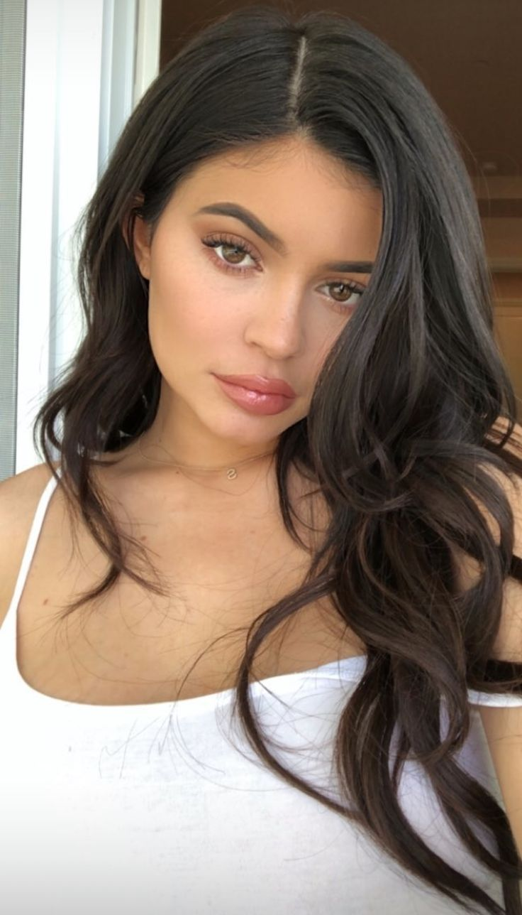 Trending Kylie Jenner Want More Pinspiration Go Ahead And Follow Taiylamai For More Drool In 2020 Kylie Jenner Frisuren Kylie Jenner Outfits Kylie Jenner Mode