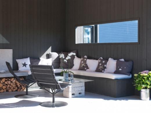 Med Jotuns fasadfärg Demidekk Ultimate Helmatt får du ett helmatt utseende på din fasad. Färgen behåller känslan av nymålat under lång tid och är både vattenavvisande och slitstark. Fasaden är målad med kulören 9937 Aska.