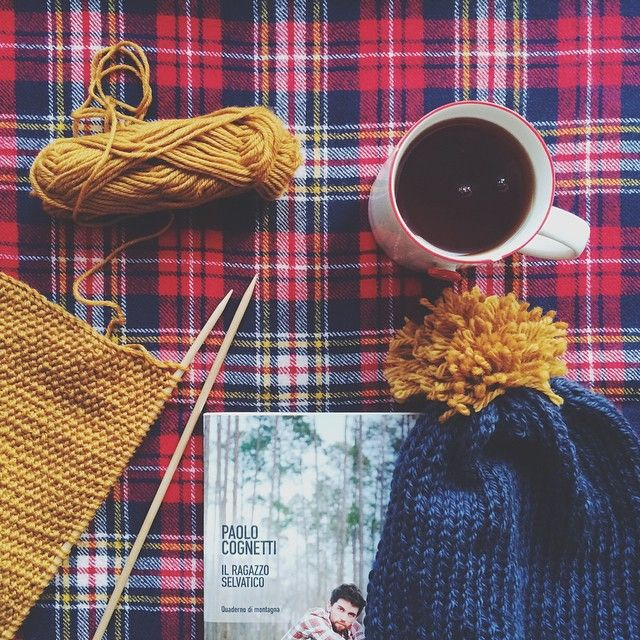 Perfect sunday: afternoon tea, pom pom beanie I made for myself yesterday, wrong side of a work and a new book :)