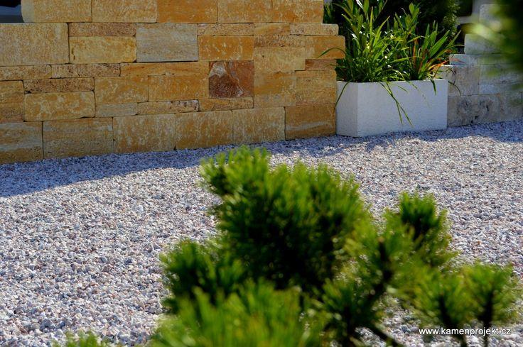 Kamenná zeď Pearl Gold Massive
