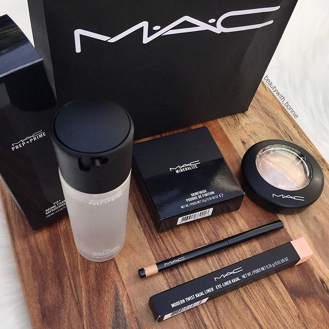 It's always a good day when you get MAC  .. So excited about all these products, can't wait to use them! Been wanting a nude cream liner for the waterline and I've finally found one that seems to be good. What's your favourite MAC product⁉️ .. @maccosmetics - Prep + Prime Fix +, Modern Twist Kajal Liner in Nothing On & Mineralize Skinfinish in Lightscapade