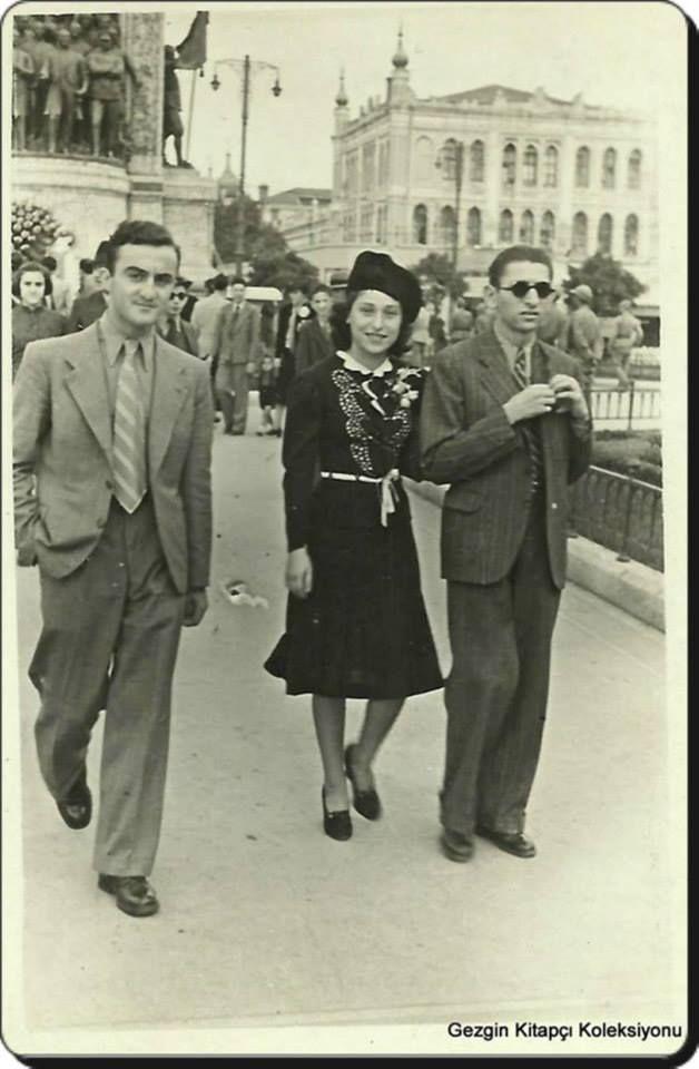 Taksim meydanı - 1930'lar Resimlerdeki tarihlere ve kadınların giyimlerine bakıp, günümüz de geldiğimiz manzarayla karşılaştırın