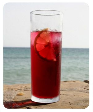 The wonderful summer wine  Preparation:  A tall glass to piscola, it half full of ice (it can even be more). Then throw him red wine from the cheapest to the middle and then Fanta Lemon or Lemon Soda to stop. Finally, you put a slice of orange or grapefruit juice and a splash of fruit you choose.
